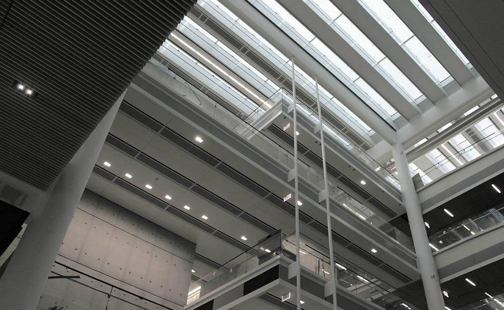 Солнцегенерирующий зенитный фонарь, фотоэлектрический зенитный фонарь, остекление крыш