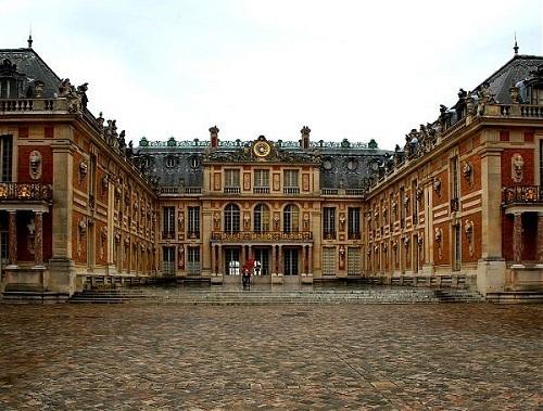 Версаль. Фасад с окнами