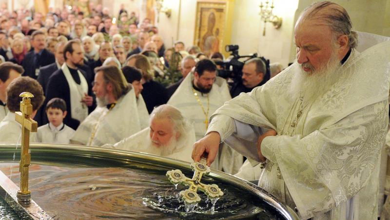 фото: крещенская служба с освящением воды в Храме