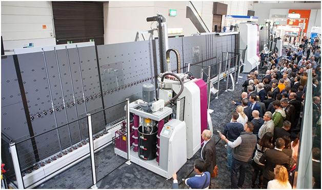 фото: умные машины вызывают интерес у посетителей выставок