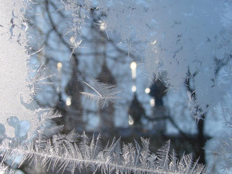 фото: все реже приметой Крещения становится морозный узор на окнах
