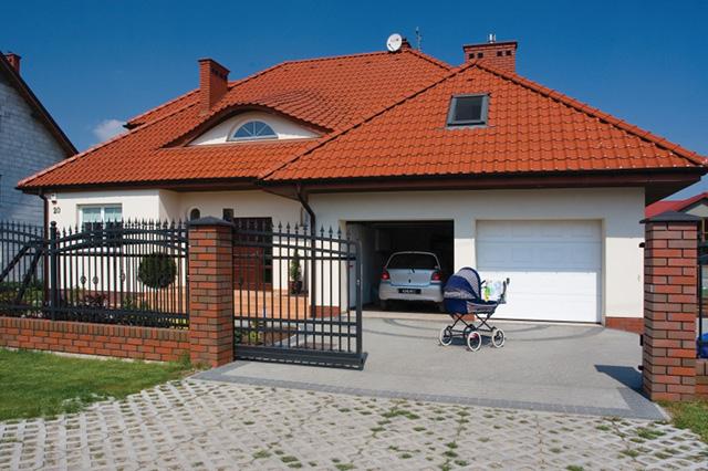 Цвет окон определяет стиль дома