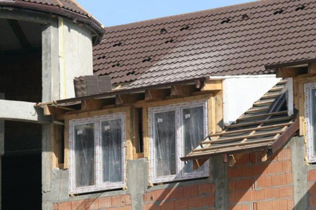 Особенности защиты деревянных окон во время ремонта