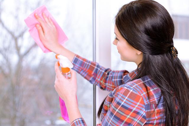 Для мытья окон после завершения ремонта рекомендуется использование традиционных моющих средств