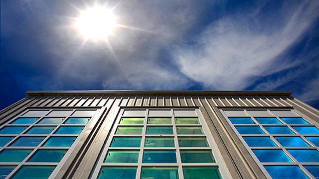 Стекло, изменяющее цвет и прозрачность = смарт окна