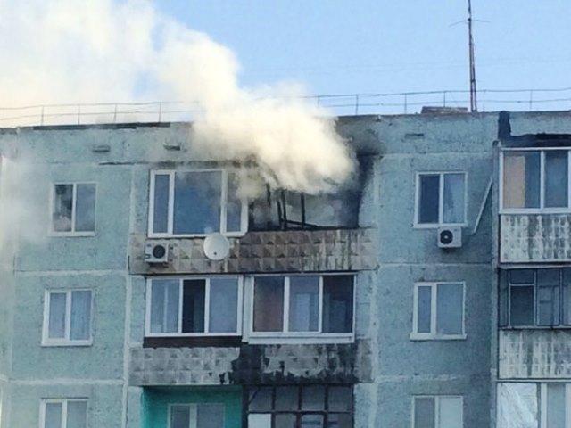 оконная рама, пожар на балконе