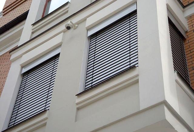 Внешние жалюзи на окна, рольставни