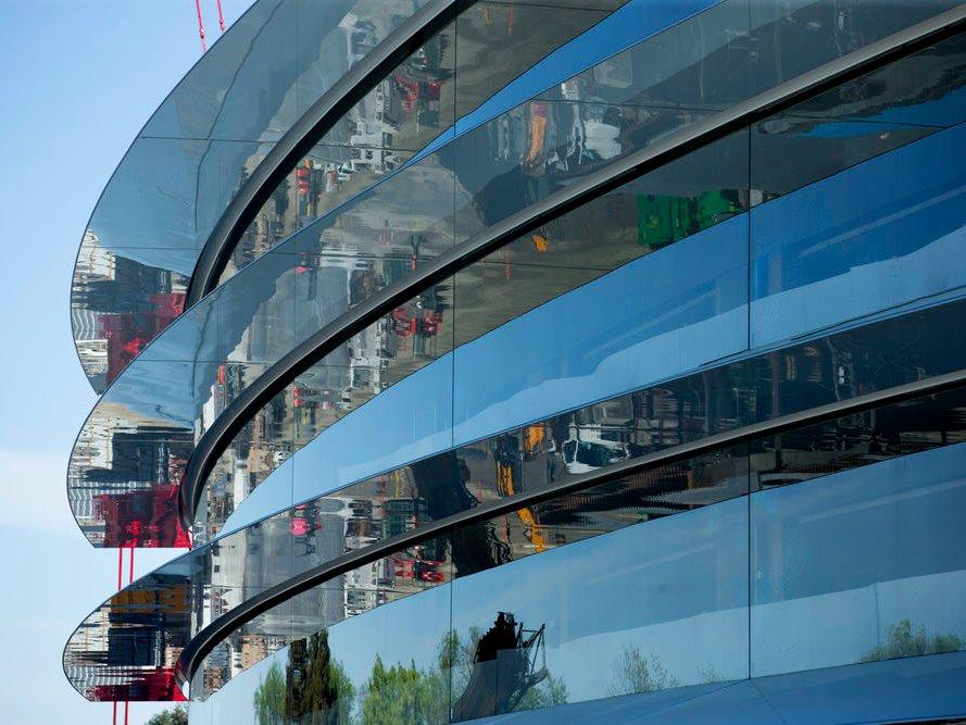 фото: гигантские стеклянные панели - основная инновация проекта