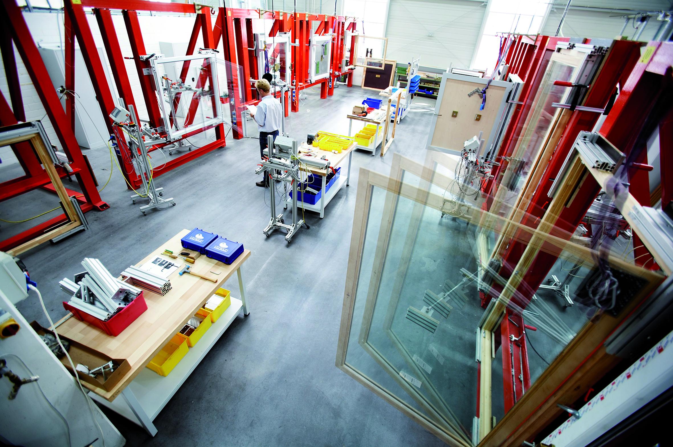 ведущий производитель фурнитуры для окон и дверей, Roto Frank