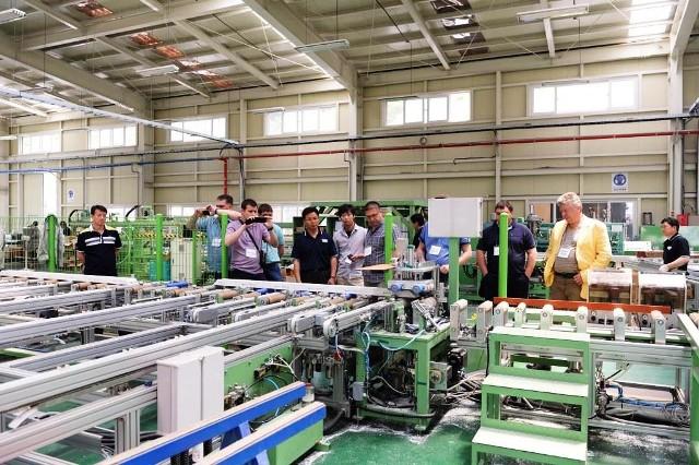 производитель строительных, отделочных материалов и профильных систем, компания LG Hausys