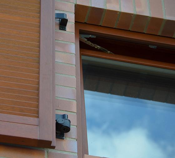 Электроуправляемые ставни, солнцезащите окон, Markiz