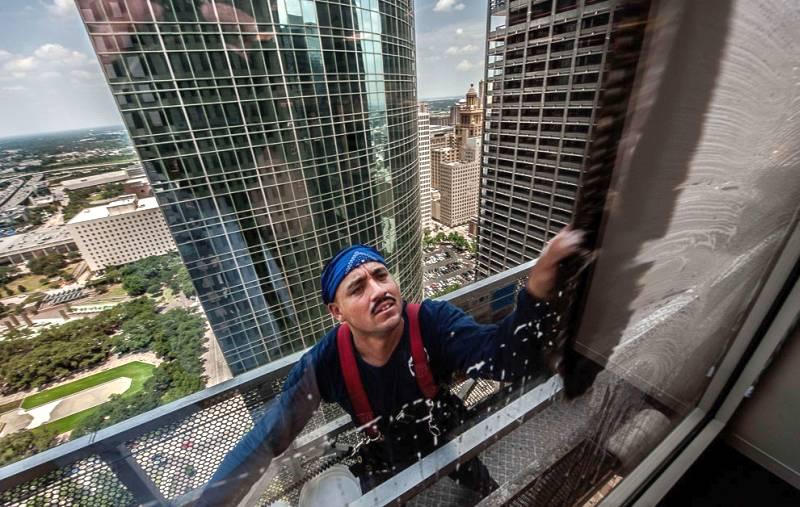 Мойщик окон небоскрёбов, мытьё окон