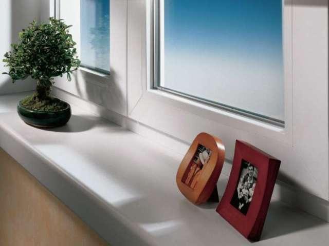 Компания КомБиГ  разработала и  вывела на рынок пластиковые накладки для ремонта подоконников из ПВХ